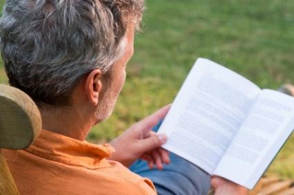 Kirjojen lukeminen aktivoi ja tekee onnelliseksi